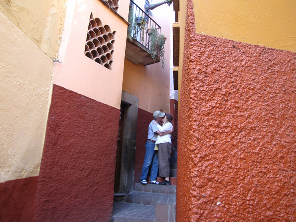 """Kiss alley"" in Guanajuato, Mexico. Blogger Carole Terwilliger Meyers kissing husband Gene Meyers."