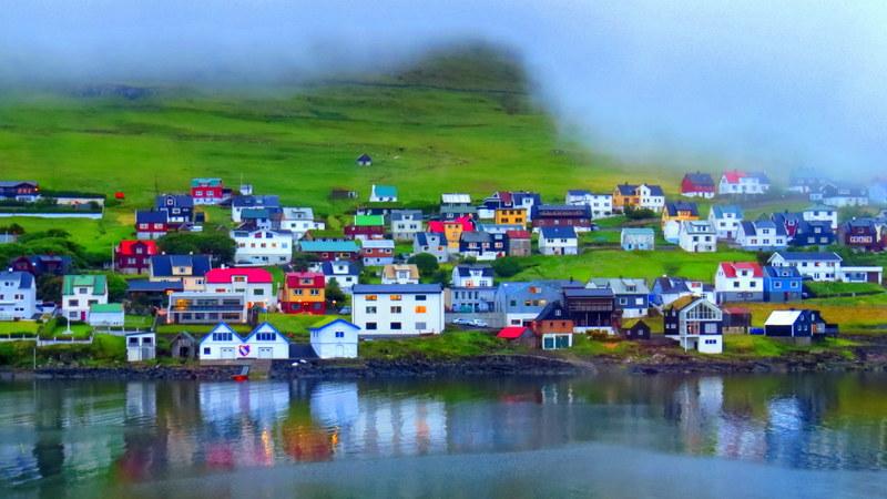 village of Miðvágur.