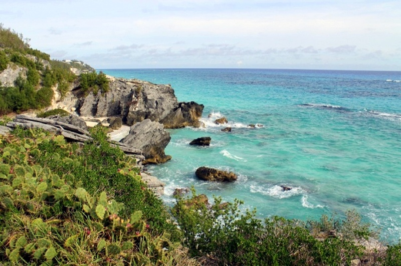 Pink sandy beaches, breathtaking sunsets, wild rocks, and unexplored caves are waiting for you on Bermuda Islands. American Airlines will take you to this little paradise on Earth in just three hours from New York.