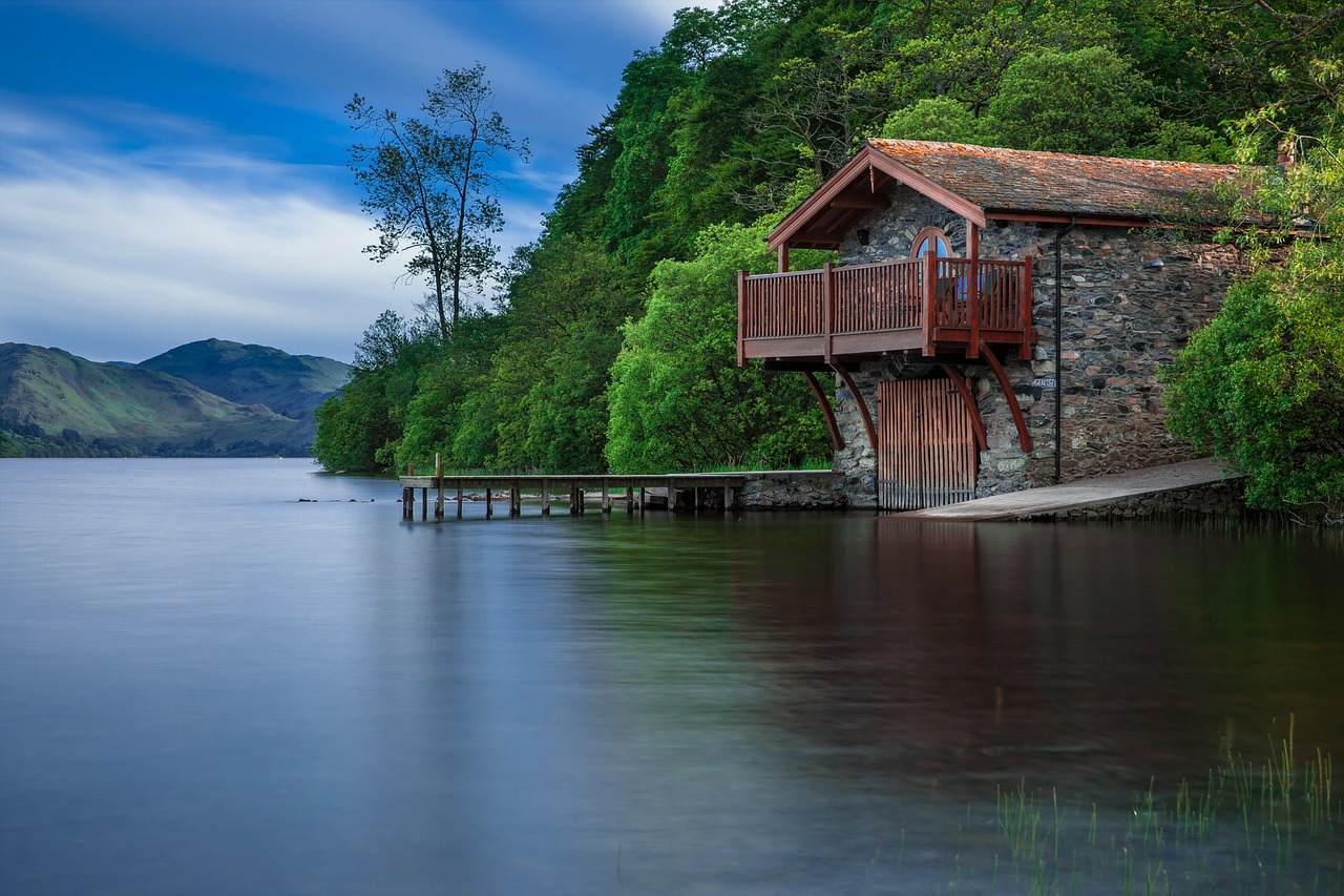 Boat house airbnb accommodation hotel