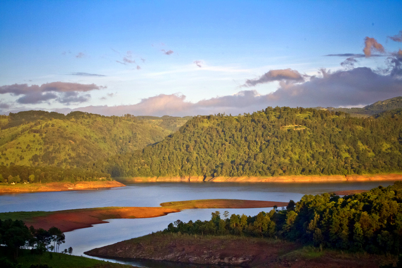 While Shillong has rapidly developed into a modern Indian town, it remains a paradise for nature lovers with beautiful lakes and waterfalls set in pine forests and green mountains in India's north east.