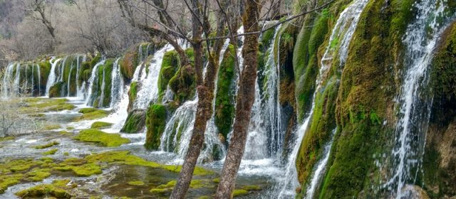 The Best Way to Travel from Chengdu to Jiuzhaigou – by Bus or by Plane?