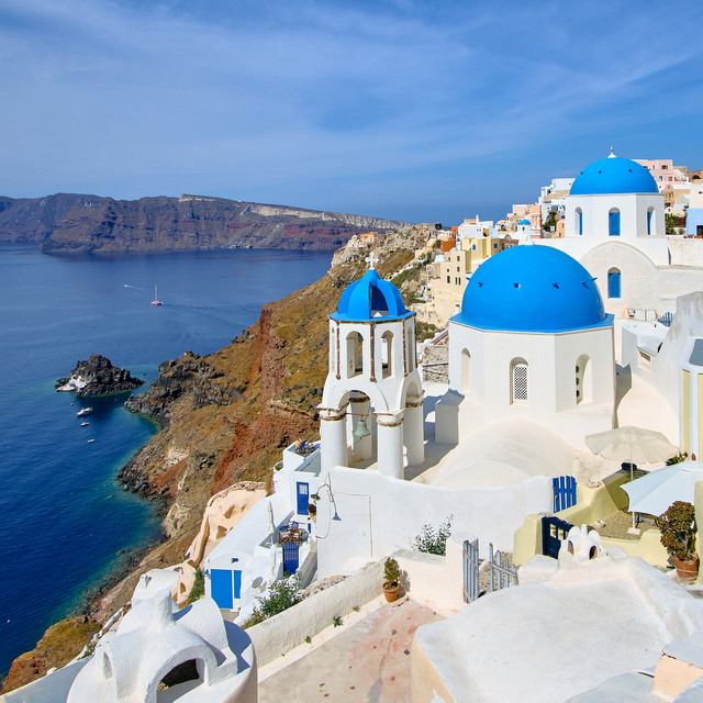 Four Places Worth Visiting in Santorini