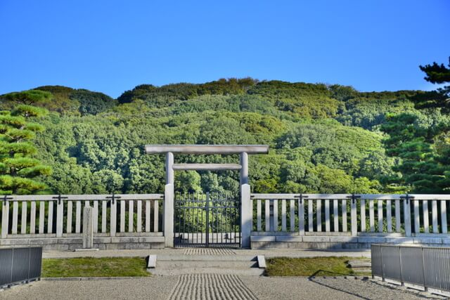 The largest grave in the world, Daisen Kofun (Nintoku-ryo Tumulus)