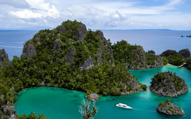 5 Amazing Sailing Destinations in Indonesia