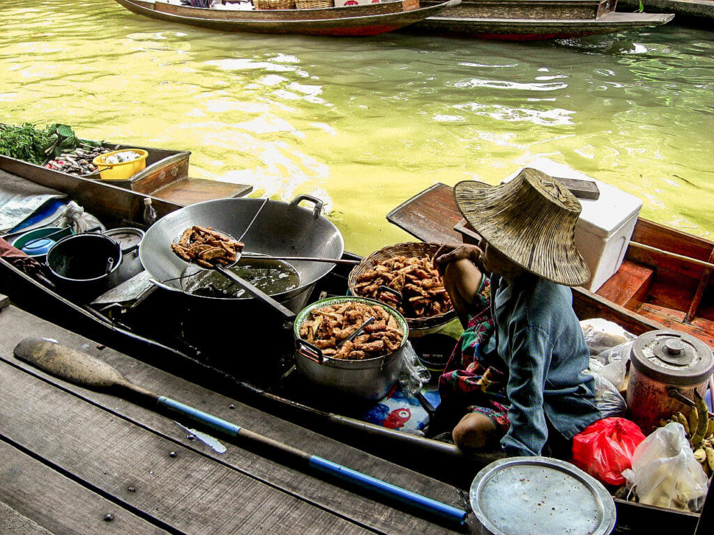 Floating market for 3 days in Bangkok